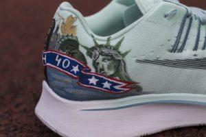 Panorama nowego yorku namalowana na zapiętkach butów nike zoom fly.