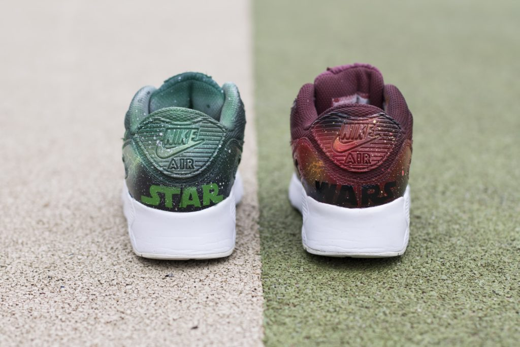 Para butów air max 90 - jeden zielony drugi czerwony - z wykonanymi wizerunkami postaci darth maula i yody.