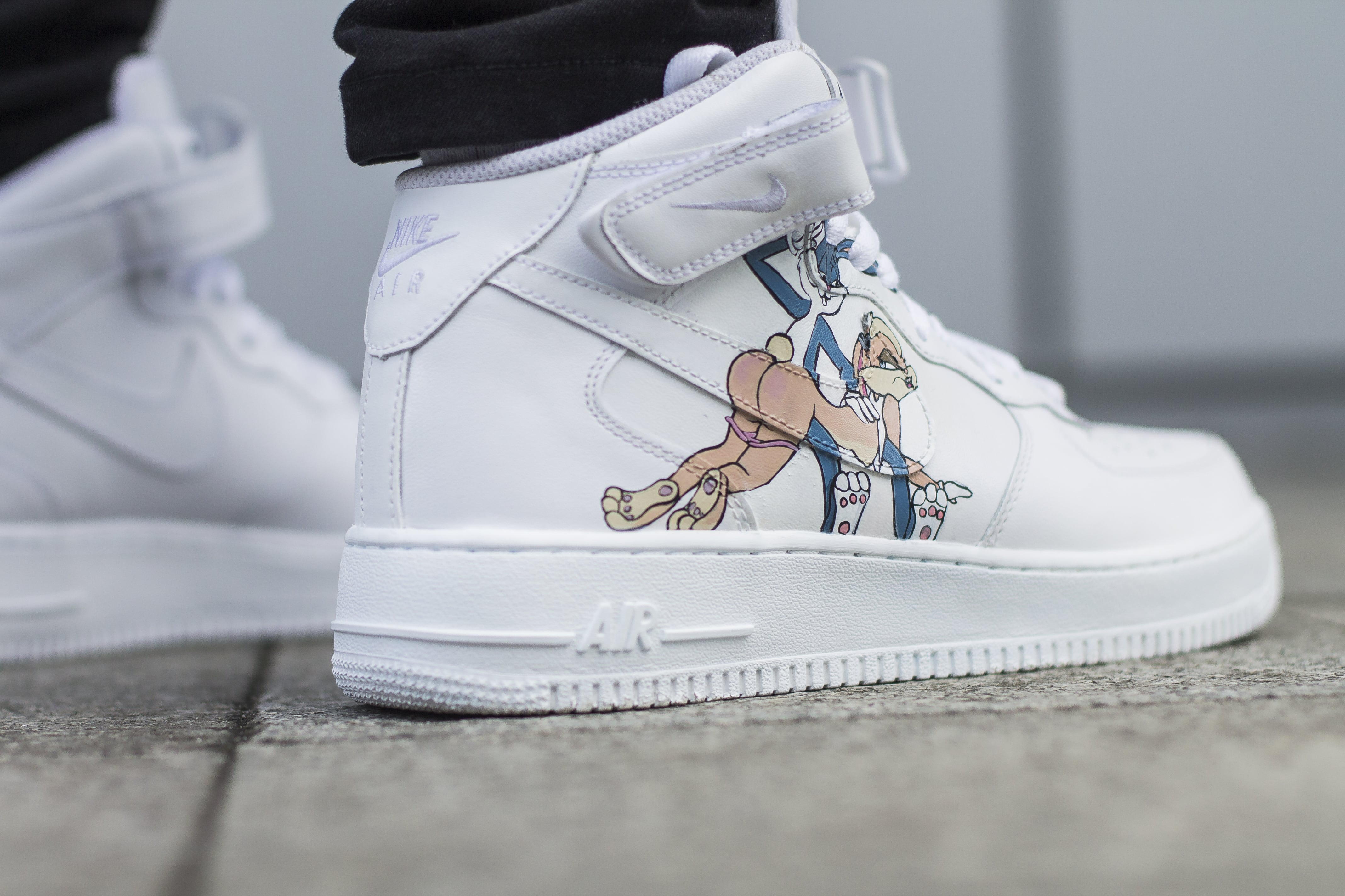 Nike Air Force Mid Looney Tunes