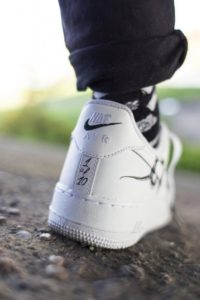 NIKE AIR FORCE 1 CUSTOM SNAKE DR SHOES